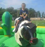 Landon concentrating on riding the bull